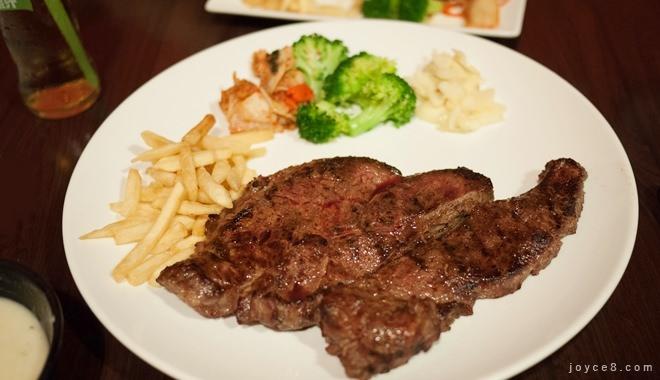 新莊黑傑克牛排,炭火直燒的原味碳烤牛排【新莊棒球場美食餐廳】