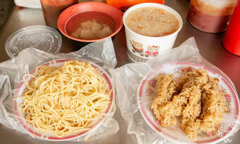 三峽早餐:天橋下炒麵 (添巧麵) 總要排隊才吃得到的炒麵、赤肉湯